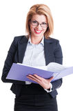 Smiling bussiness woman reading contracts Royalty Free Stock Photos