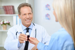 Smiling cardiologist talking to the patient Royalty Free Stock Images