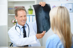 Smiling cardiologist talking to the patient Royalty Free Stock Photos