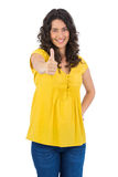 Smiling casual young woman posing thumbs up Royalty Free Stock Photography