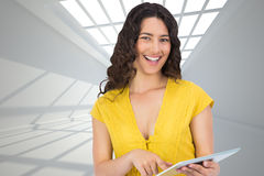 Smiling casual young woman scrolling on her tablet computer Royalty Free Stock Photos