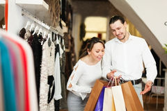 Smiling couple with bags at fasion store Royalty Free Stock Photography
