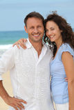 Smiling couple at the beach Royalty Free Stock Photos