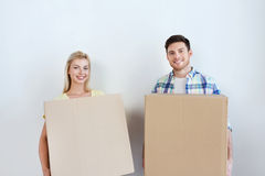 Smiling couple with big boxes moving to new home Royalty Free Stock Photos