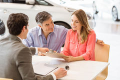 Smiling couple buying a new car Royalty Free Stock Photography