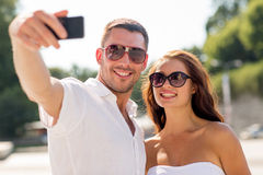 Smiling couple in city Royalty Free Stock Photos
