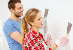 Smiling couple doing renovations at home Royalty Free Stock Images