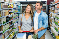Smiling couple doing shopping Royalty Free Stock Images