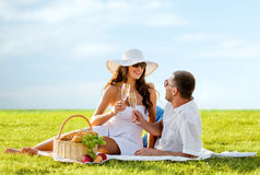 Smiling couple drinking champagne on picnic Royalty Free Stock Images