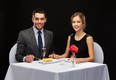 Smiling couple eating dessert at restaurant Royalty Free Stock Photo