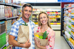 Smiling couple with grocery bags Royalty Free Stock Photo