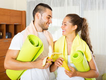 Smiling couple having a snack Royalty Free Stock Photo