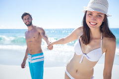 Smiling couple holding hands and looking at camera Royalty Free Stock Photos