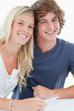 Smiling couple holding a pregnancy test Royalty Free Stock Photos