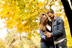 Smiling couple hugging in autumn park and having fun Royalty Free Stock Photography