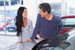 Smiling couple leaning on car Royalty Free Stock Image