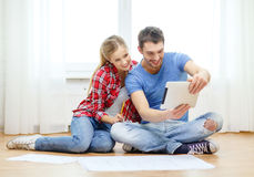 Smiling couple looking at tablet pc at home Royalty Free Stock Image
