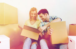 Smiling couple with many boxes moving to new home Royalty Free Stock Photos