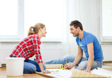Smiling couple measuring wallpaper Royalty Free Stock Image