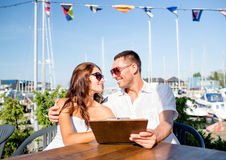 Smiling couple with menu at cafe Royalty Free Stock Photography