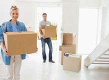 Smiling couple moving together in a new house Royalty Free Stock Photos