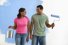 Smiling couple with paint supplies. Royalty Free Stock Photography