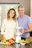 Smiling couple preparing healthy smoothie Royalty Free Stock Image