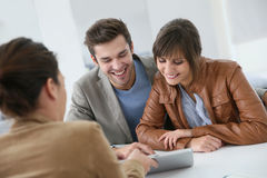 Smiling couple ready to buy a house Royalty Free Stock Photos