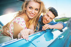 Smiling couple resting in the retro car Royalty Free Stock Photos
