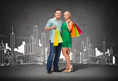 Smiling couple with shopping bags Royalty Free Stock Photos