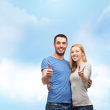 Smiling couple showing thumbs up Royalty Free Stock Photography