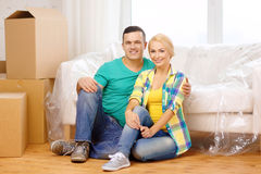 Smiling couple sitting on the floor in new house Royalty Free Stock Photos