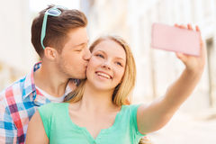Smiling couple with smartphone in city Royalty Free Stock Photos