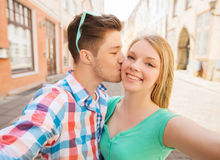 Smiling couple with smartphone in city Stock Photography