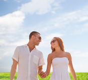 Smiling couple in sunglasses walking outdoors Royalty Free Stock Photos