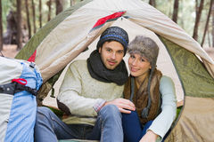 Smiling couple in tent with backpack in the wilderness Stock Photography