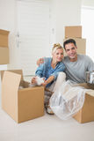 Smiling couple unpacking boxes in a new house Royalty Free Stock Photography