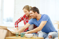 Smiling couple unpacking kitchenwear Stock Photography