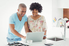Smiling couple using laptop together Royalty Free Stock Photos
