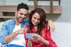 Smiling couple using smartphone Royalty Free Stock Photo