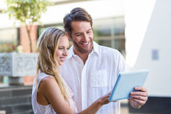 Smiling couple using tablet computer Royalty Free Stock Images