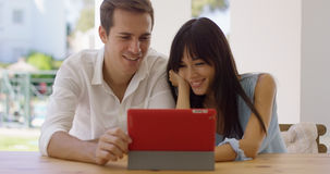 Smiling couple using a tablet computer together Royalty Free Stock Images