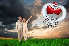 Smiling couple walking and pointing Royalty Free Stock Photos