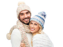 Smiling couple in winter clothes hugging Royalty Free Stock Images