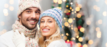 Smiling couple in winter clothes hugging Royalty Free Stock Photos