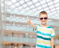 Smiling cute little boy in sunglasses Royalty Free Stock Photos