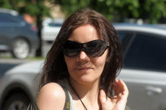 Smiling dark-haired woman in sunglasses Royalty Free Stock Photography