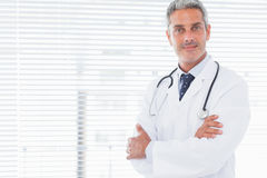 Smiling doctor crossing his arms Royalty Free Stock Photo
