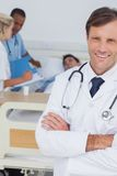 Smiling doctor looking at the camera Royalty Free Stock Photos