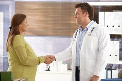 Doctor congratulating to pregnant woman Royalty Free Stock Photo